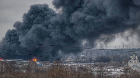 Plumes of black smoke as massive fire erupts at market near Moscow (VIDEO, PHOTOS)
