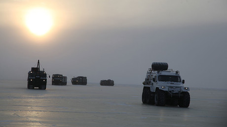 Arctic adventure: Russian military vehicles set out on a freezing journey (PHOTOS)
