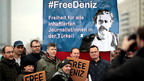 Protestors demonstrate, calling for the freedom of German-Turkish journalist Deniz Yucel, Berlin, Germany, February 19, 2017. © Axel Schmidt