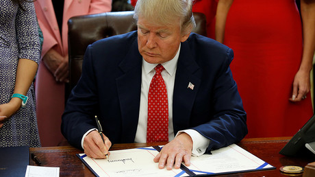 U.S. President Donald Trump signs H.R. 225 in the Oval Office of the White House, in Washington, DC, U.S. February 28, 2017. © Joshua Roberts