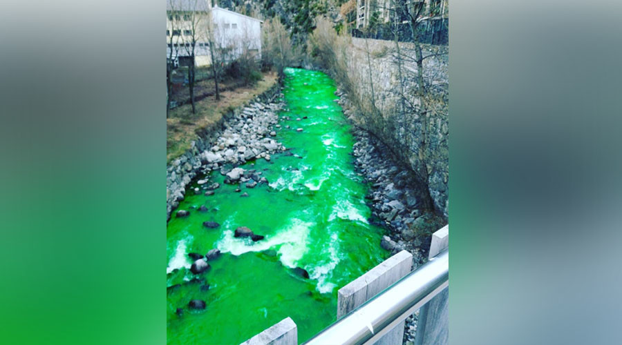 You're going to dye: 'Slime' green torrent freaks Pyrenees (PHOTOS, VIDEO)