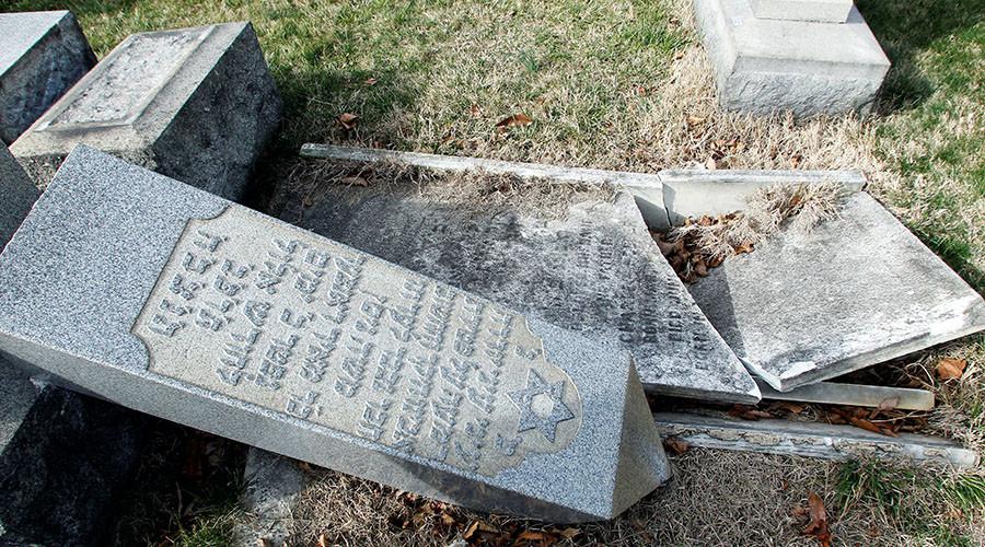 Muslim-Americans pledge to protect Jewish sites after anti-Semitic vandalism & threats