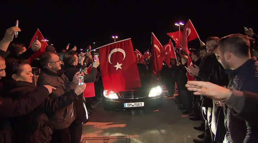Expelled Turkish minister decries 'harsh treatment' as Dutch PM vows 'de-escalation'