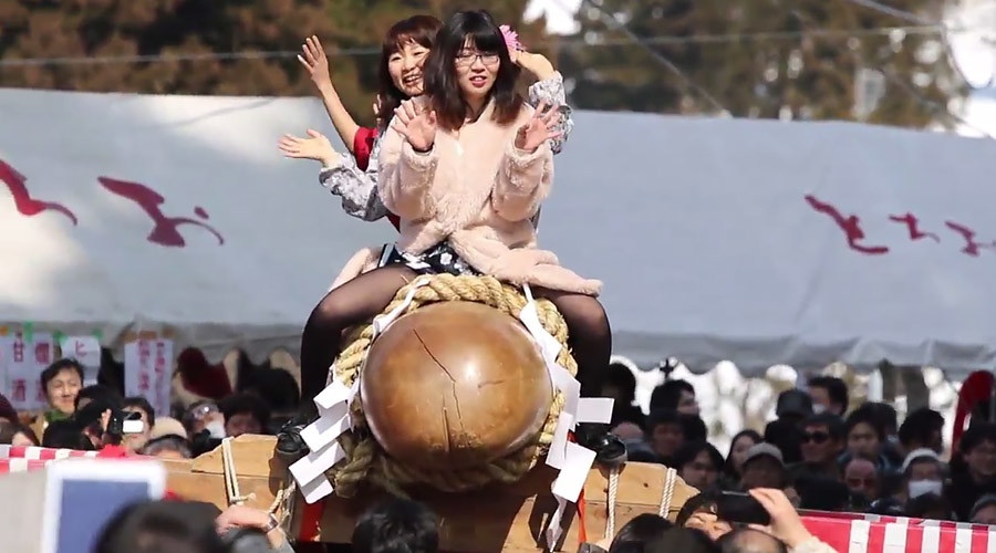 Japan's giant wooden penis parade: Newlyweds gather for truly bizarre festival (VIDEO)