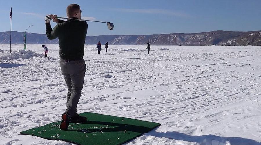 'Ice golfers' tee off on Lake Baikal (VIDEO)