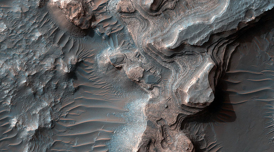 NASA unveils incredible high-def image of layered Martian crater (PHOTO)