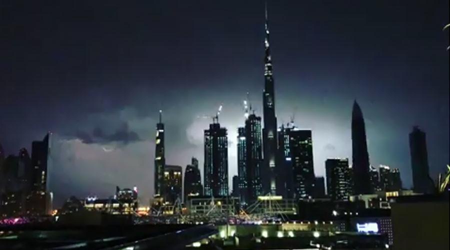 World's tallest building struck by lightning during major storm (VIDEOS)