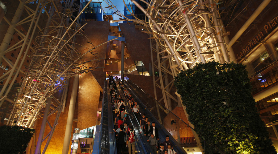 Crowds injured after Hong Kong escalator suddenly changes direction (VIDEOS)