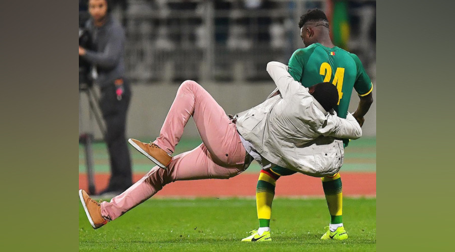 Senegal v Ivory Coast match abandoned in Paris after pitch invasion, player 'rugby tackled' (VIDEO)