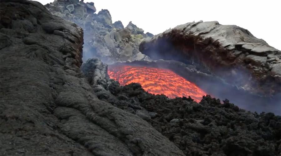 Rivers of lava flow onto slopes of Mount Etna after eruption (VIDEO)