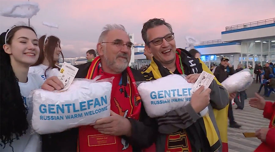 Russian angels welcome Belgian Red Devils' fans with cloud-pillows in Sochi (VIDEO)