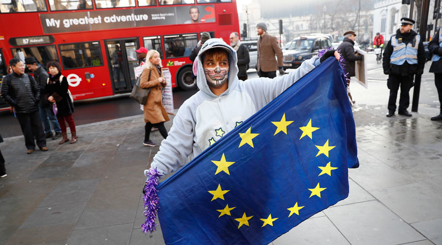 Britons living in EU may 'retain' free movement rights post-Brexit