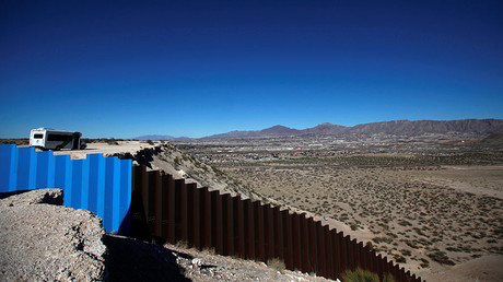 A newly built section of the U.S.-Mexico border fence at Sunland Park, U.S., January 26, 2017. ©  Jose Luis Gonzalez