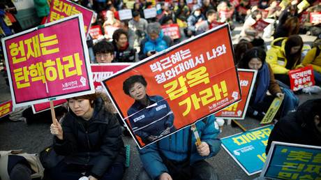 People attend a protest against South Korea's President Park Geun-hye in Seoul, South Korea, March 10, 2017. © Kim Hong-Ji