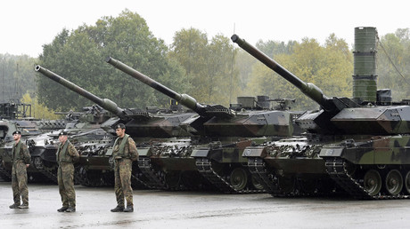 Leopard 2 tanks are seen during a German army © Fabian Bimmer / Reuters