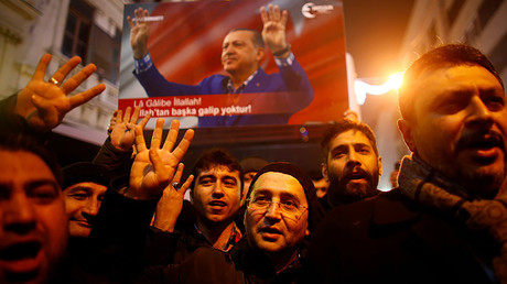 People shout slogans during a protest in front of the Dutch Consulate in Istanbul, Turkey, early March 12, 2017. © Osman Orsal