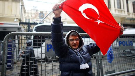 A demonstrator holds a Turkish flag during a protest in front of the Dutch Consulate in Istanbul, Turkey, March 12, 2017. © Osman Orsal