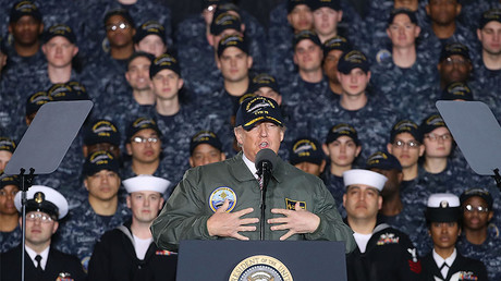 U.S. President Donald Trump speaks to members of the U.S. Navy on board the USS Gerald R. Ford CVN 78, Virginia. © Mark Wilson / Getty Images