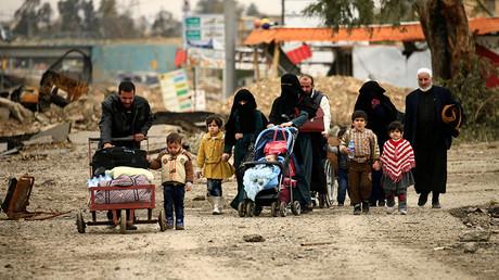 Displaced Iraqi families in Mosul, Iraq March 19, 2017 © Thaier Al-Sudani