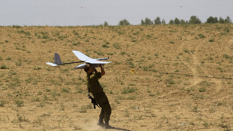 FILE PHOTO An Israeli soldier launches a Skylark unmanned vehicle © Ronen Zvulun / Reuters