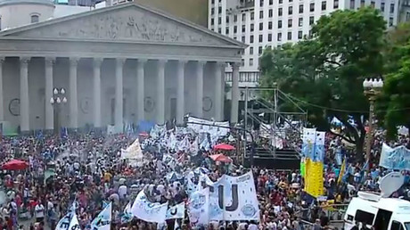 Teachers strike against low pay in Argentina