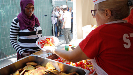 2 Brits & 1 French volunteer arrested for giving food to migrants in Italy-France border town