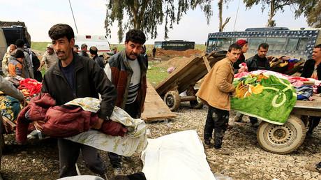 Relatives react near the bodies of civilians killed in air strike, Mosul, Iraq March 17, 2017. © Thaier Al-Sudani