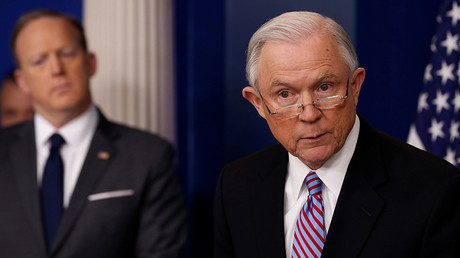 U.S. Attorney General Jeff Sessions (R) at the White House in Washington, U.S., March 27, 2017 © Jonathan Ernst