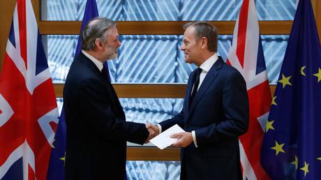 Britain's permanent representative to the European Union Tim Barrow and EU Council President Donald Tusk © Yves Herman