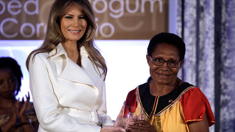 First lady Melania Trump presents Veronica Simon of Papua New Guinea with the 2017 Secretary of State's IWOC Award during a ceremony at the State Department in Washington, U.S., March 29, 2017. © Reuters