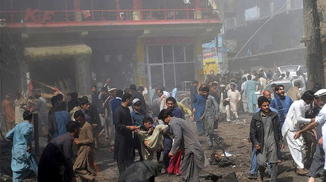 People gathering at the blast site in northwest Pakistan's Parachinar, on March 31, 2017.  © Liu Tian