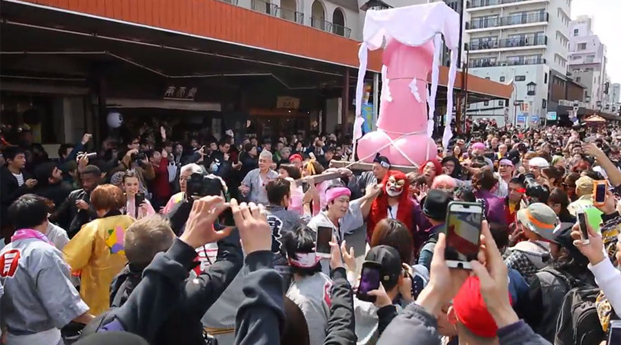 Japan celebrates giant penises in bizarre yearly festival (VIDEO)