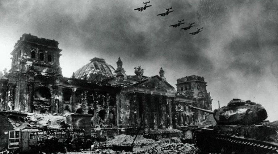 1,418 days of WWII viewed through lens of legendary Soviet photographer (GRAPHIC IMAGES)