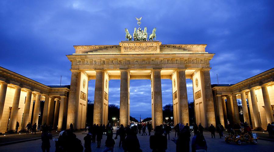 Berlin in hot water for not lighting Brandenburg Gate in tribute to St. Petersburg attack victims