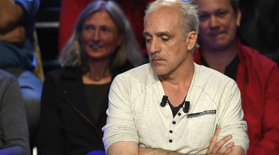 'Anti-capitalist T-shirt guy': Philippe Poutou an online hit in French presidential debate