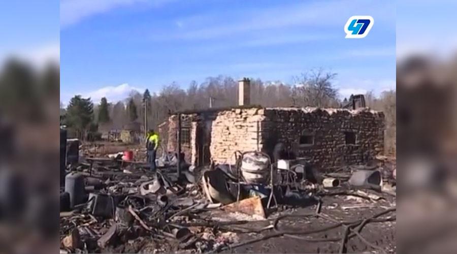 Lone anti-terrorism vigilante burns down village he took for jihadist camp (PHOTOS)