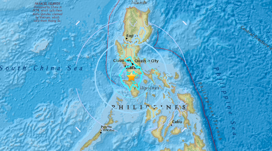 Quakes crack buildings, panic tourists in Philippine town