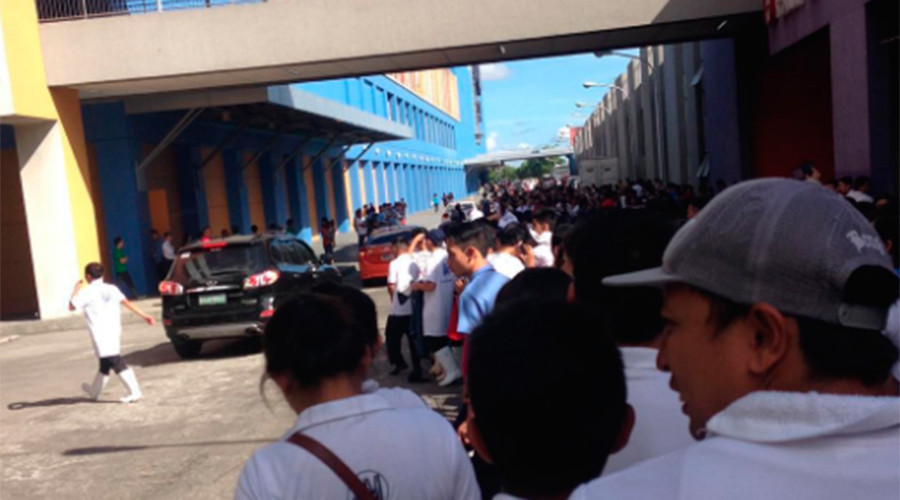 Earthquake jolts Philippine mall as terrified shoppers run for their lives (DRAMATIC VIDEO)