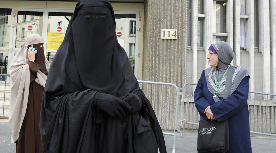 Juncker's party calls for EU-wide ban on Muslim veil