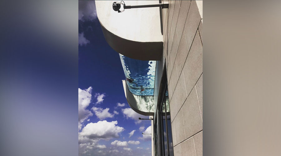 'Bottomless' pool, suspended 500ft in air, may induce strokes (VIDEO)
