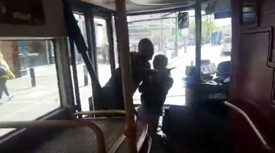 London man wrestles & disarms knife attacker on bus (VIDEO)