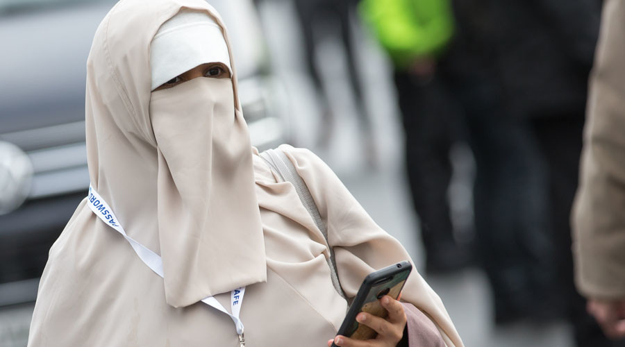 German bus driver faces €10K fine for refusing to transport niqab-wearing Muslim woman