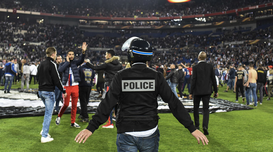 Shocking violence between French & Turkish fans delays Europa League kickoff (VIDEO)