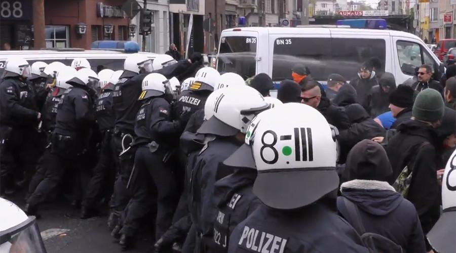 Riot police pepper spray Antifa demonstration in Cologne, brawls erupt (PHOTOS, VIDEO)