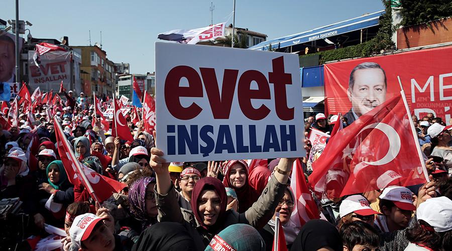 Turkey goes to polls in referendum on expanding president Erdogan's powers