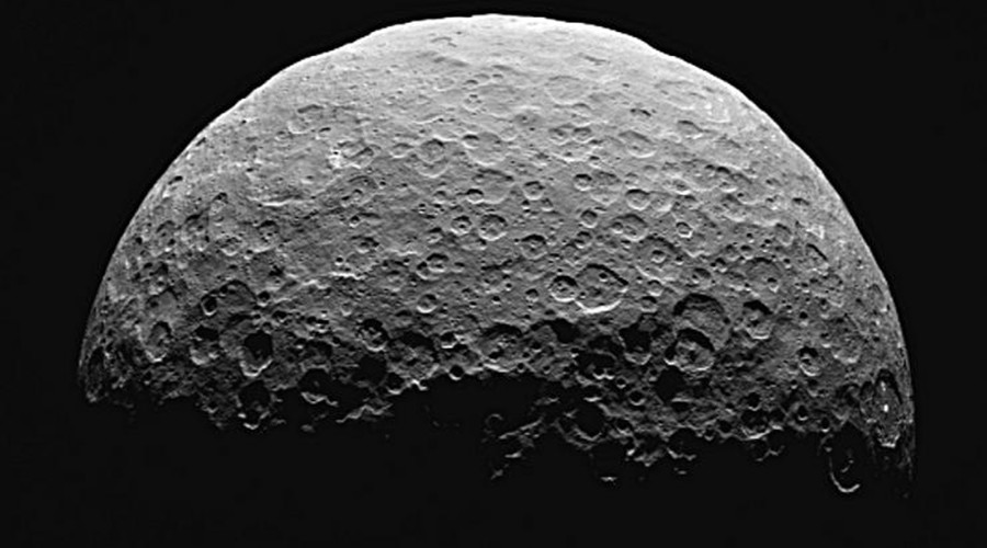 Icy heart: Dramatic landslides on Ceres shed new light on dwarf planet (PHOTOS)