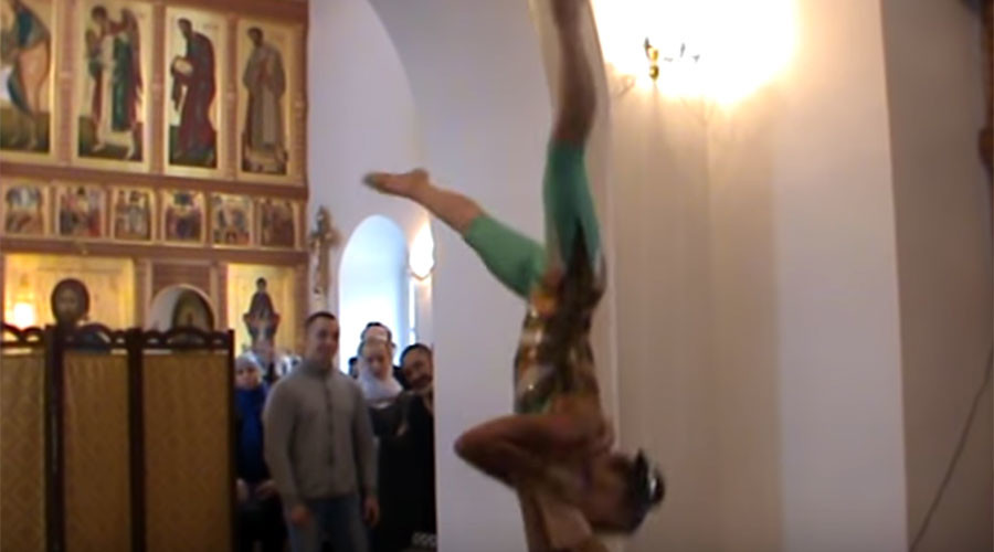 Acrobats inside Orthodox church spark fury in Russia (VIDEO)
