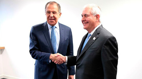 US Secretary Rex W. Tillerson shakes hands with Russian Foreign Minister Sergey Lavrov © wikipedia.org