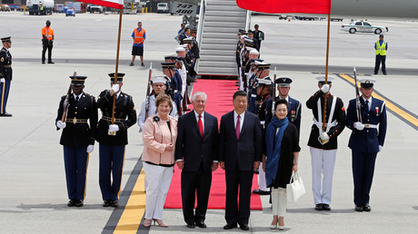 China's President Xi Jinping and his wife Peng Liyuan are greeted by U.S. Secretary of State Rex Tillerson and his wife Renda St. Clair © Joe Skipper / Reuters