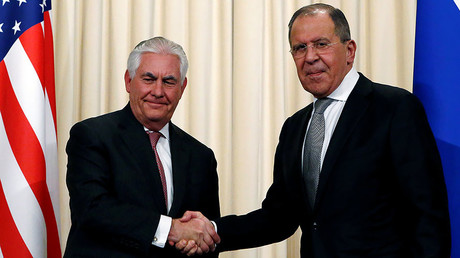 Russian Foreign Minister Sergei Lavrov shakes hands with U.S. Secretary of State Rex Tillerson, Moscow, April 12, 2017.© Sergei Karpukhin
